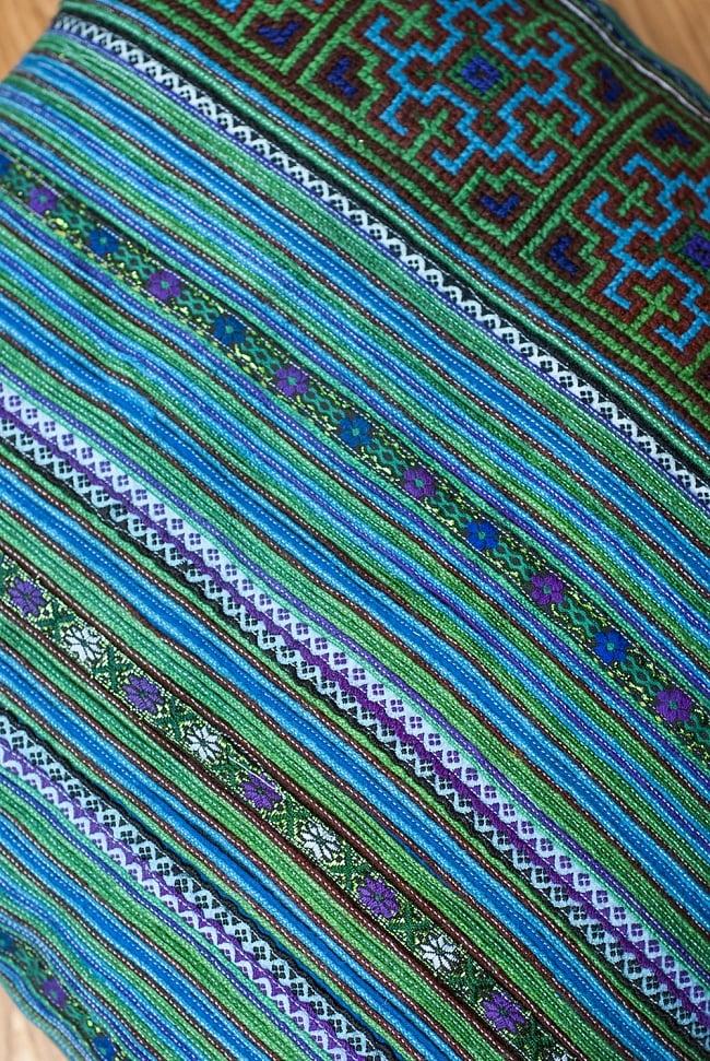 モン族刺繍の高級クッションカバー - 青 [クッション同梱品] 2 - 美しい刺繍が用いられています。
