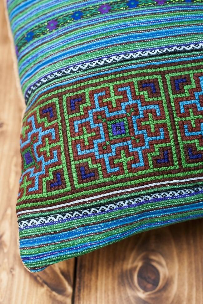 モン族刺繍の高級クッションカバー - 青 [クッション同梱品] 4 - 四隅の様子です。