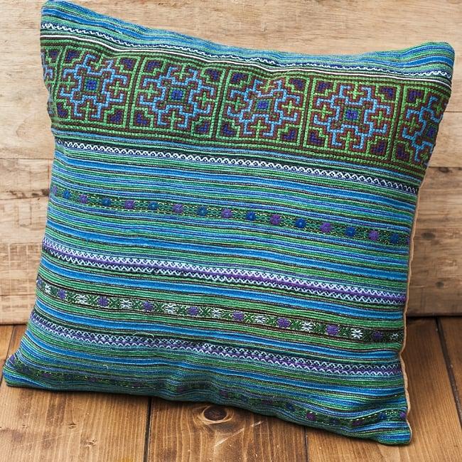 モン族刺繍の高級クッションカバー - 青 [クッション同梱品]の写真