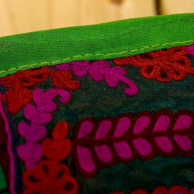 【ラジャスタン刺繍】クッションカバー - 黄緑系アソートの写真4 - 縁はこのようになっています