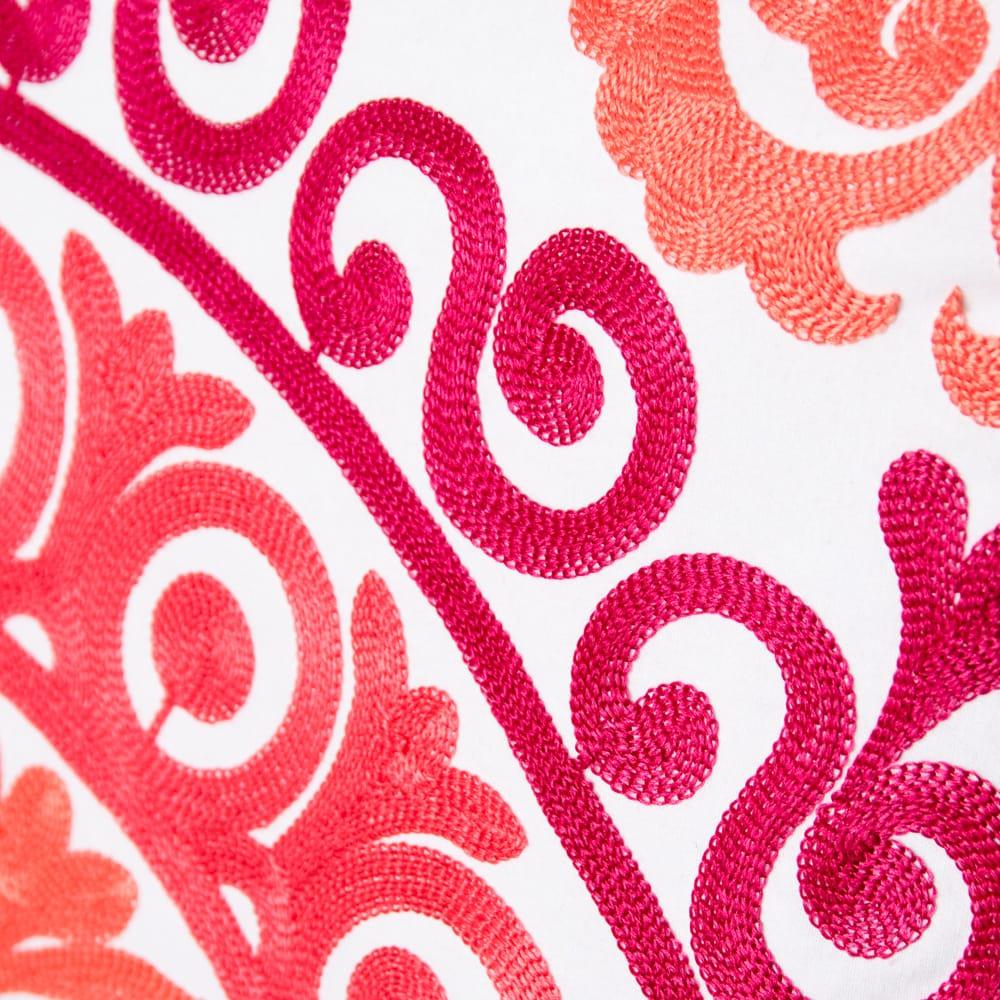 カラフルフラワー刺繍のコットンクッションカバー 2 - 細かい刺繍が美しいです。