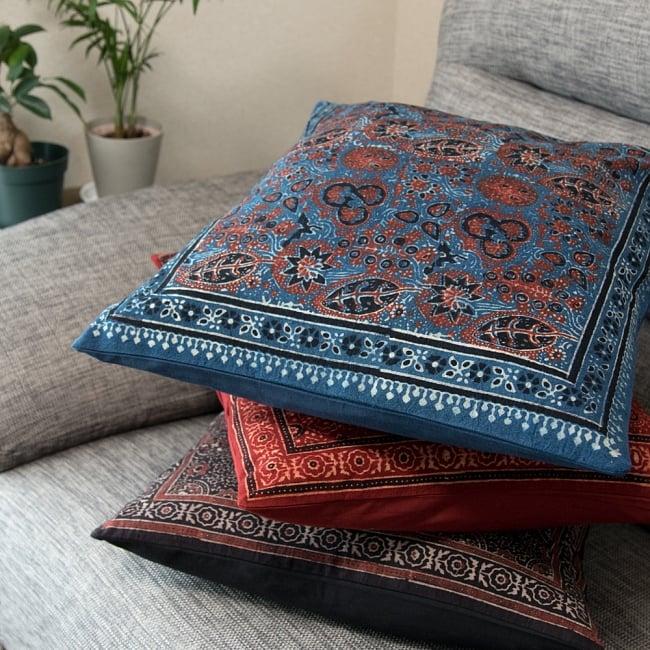 木版染めアジュラックの伝統模様クッションカバー ブルー 7 - ピッタリサイズのクッションフィルも取扱がございます。ぜひご一緒にお求めください。