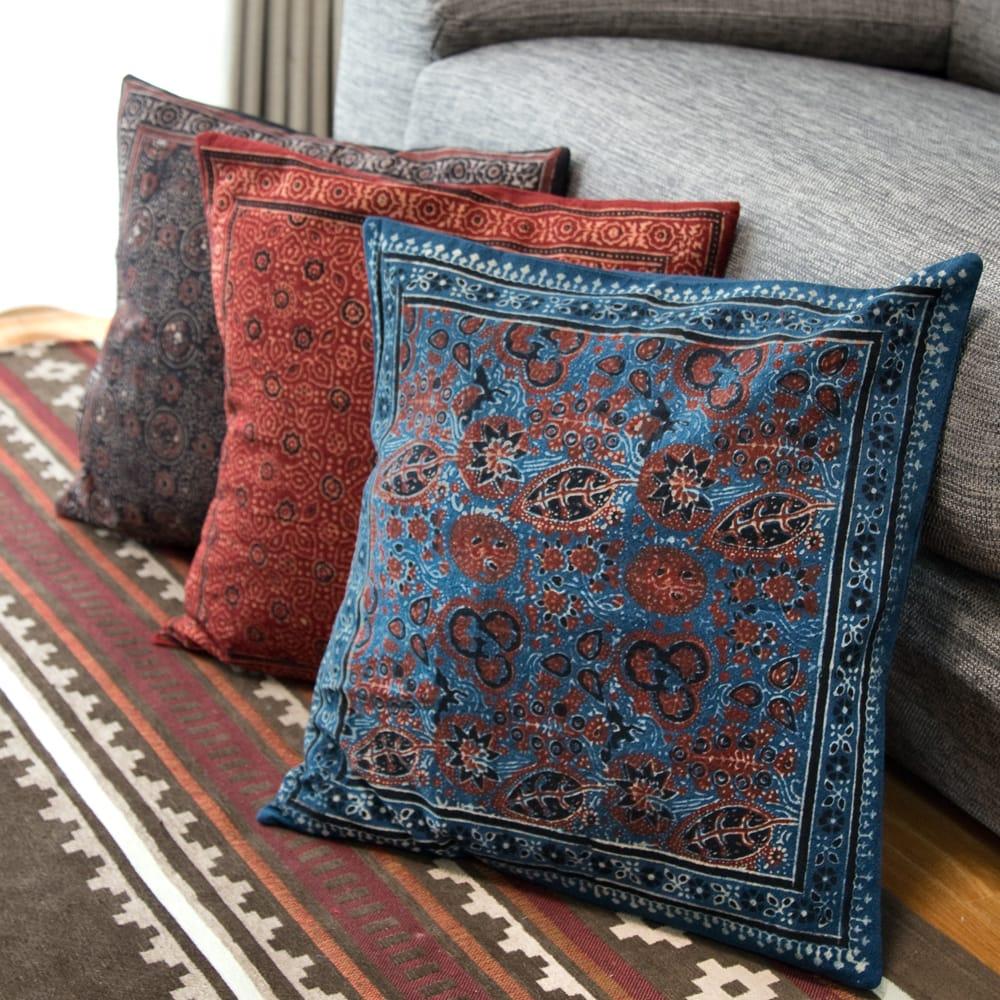 木版染めアジュラックの伝統模様クッションカバー ブルー 8 - 他のお色もございます。ぜひ御覧くださいませ。