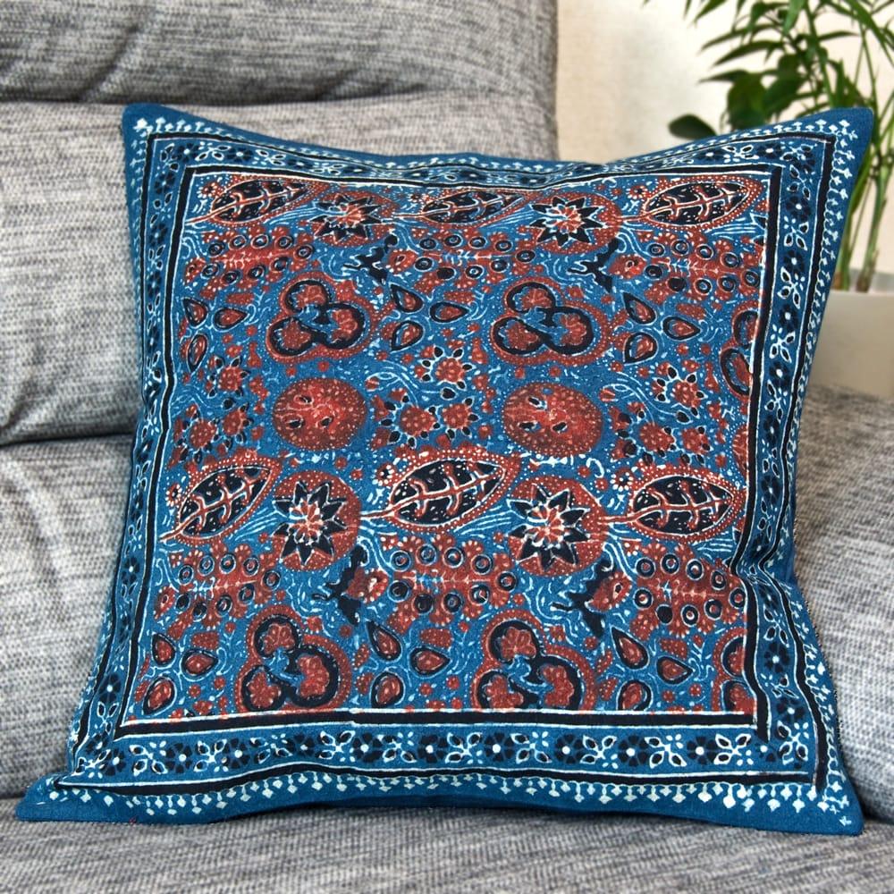 木版染めアジュラックの伝統模様クッションカバー ブルーの写真