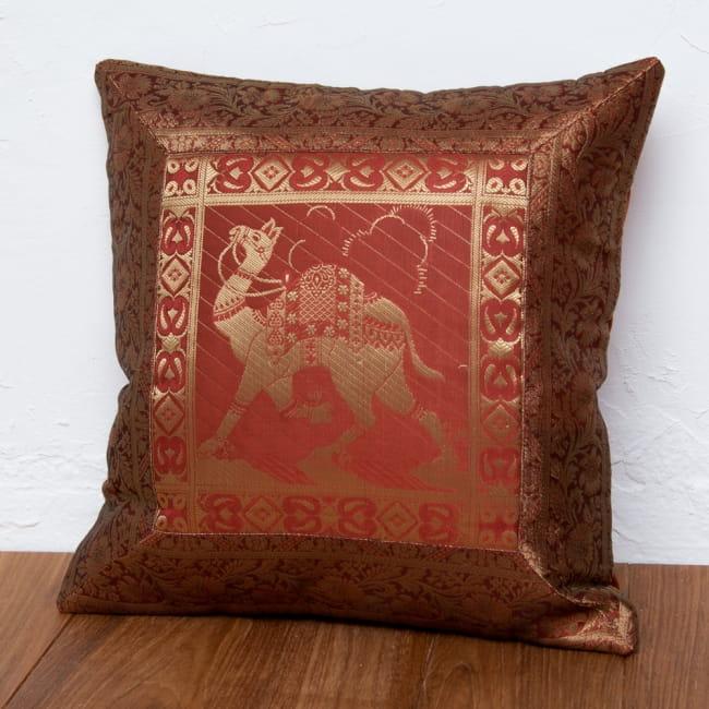 金糸入りのインド伝統柄クッションカバー 駱駝と孔雀 6 - 選択3:ラクダ-ダークブラウン