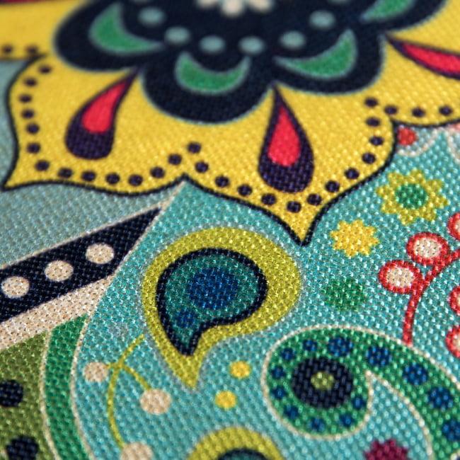 お部屋を彩る インド伝統柄カラフルクッション 9 - お部屋のアクセントによいですね。