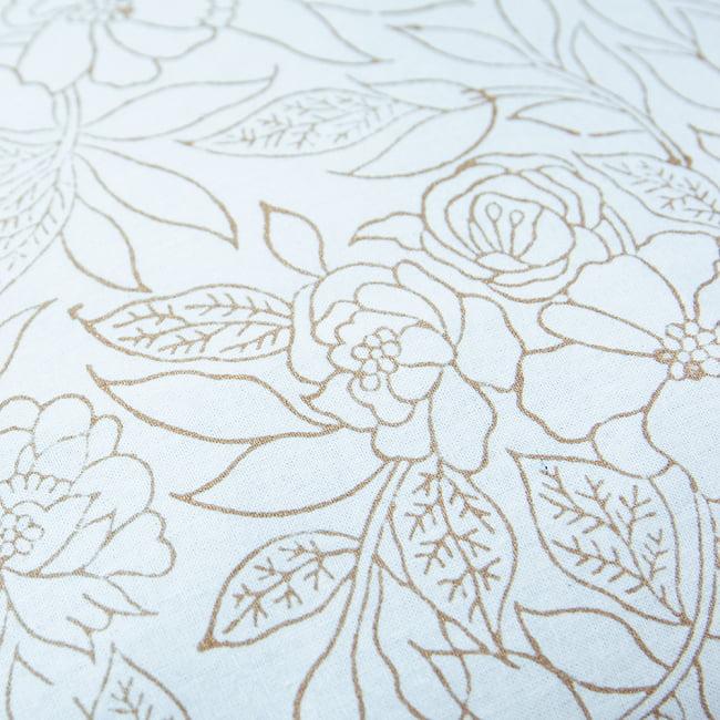 優しい風合いの木版染めクッションカバー ホワイト&ゴールド 13 - 白地にゴールドのプリントは華やかな印象です。
