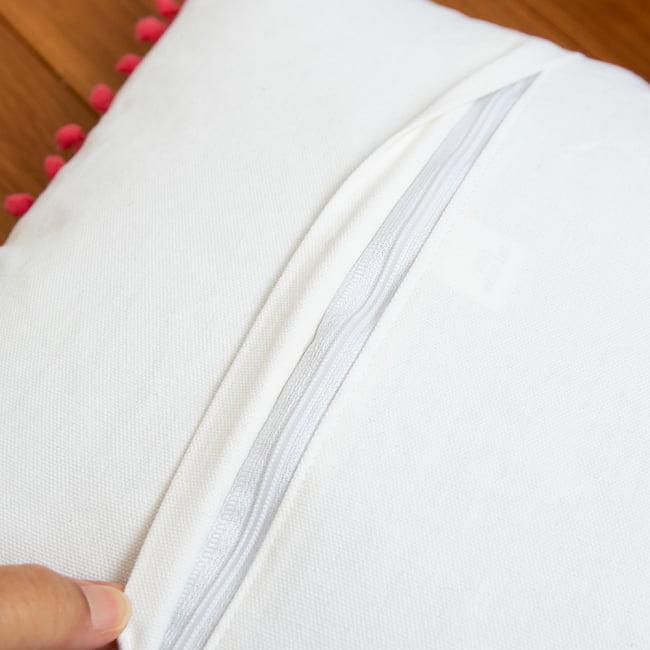 格子柄のコットンクッションカバー 10 - しっかりしたつくりで、このジップをあけてフィラーを入れます。(こちらはデザイン違いの例です)