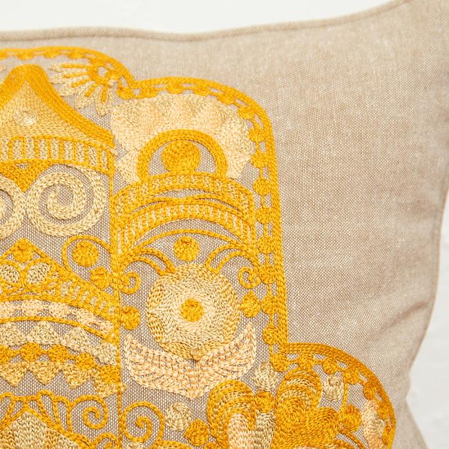 身を守る護符 ハムサの手 刺繍クッションカバー 5 - 刺繍部分を拡大してみました。