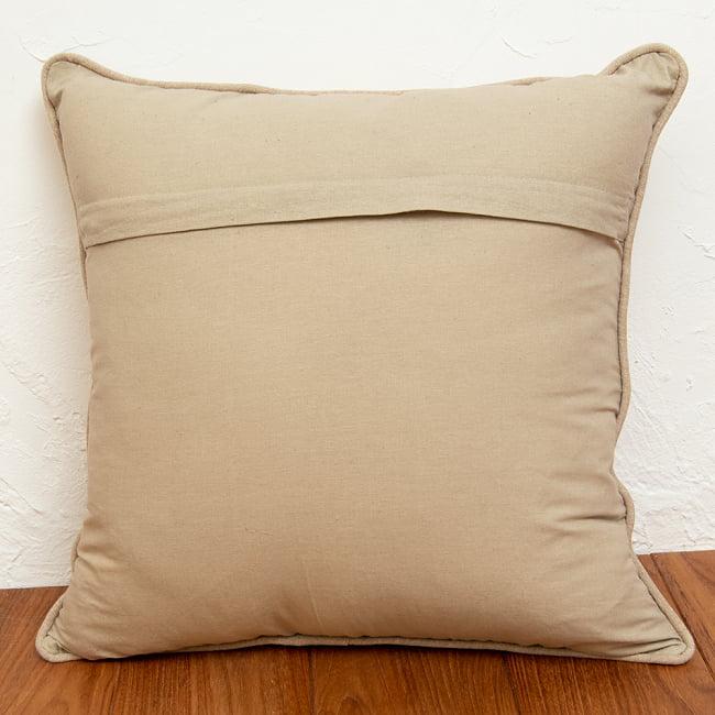 身を守る護符 ハムサの手 刺繍クッションカバー 6 - 裏面はシンプルな無地デザインです。