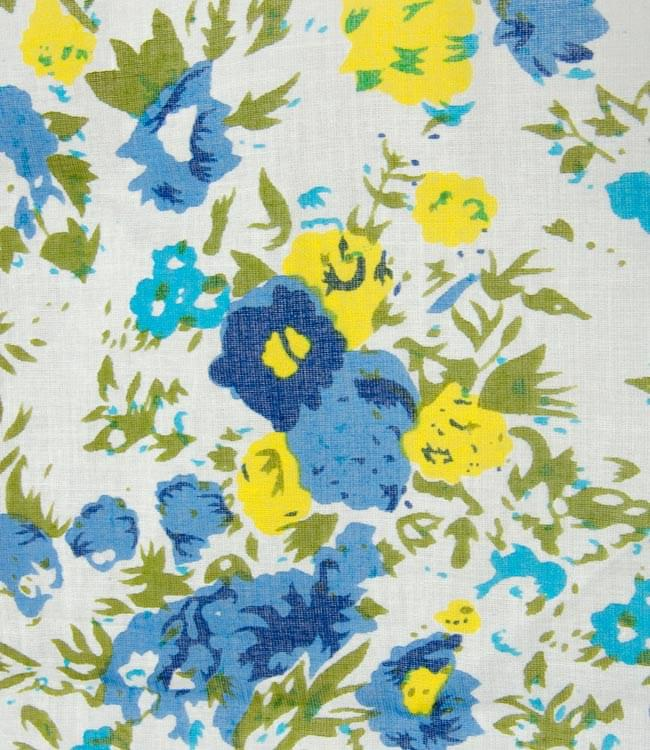 インドのコットンカフェカーテン【花柄】 - 青&黄色系 2 - 柄の一部を拡大してみました