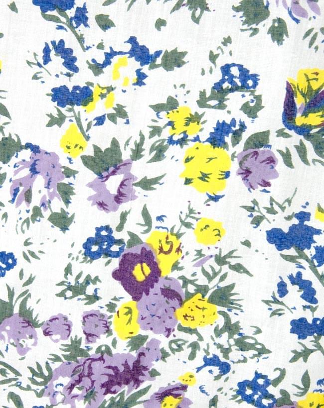 インドのコットンカーテン【花柄】 - 青&紫&黄色系の写真2 - 柄の一部を拡大してみました