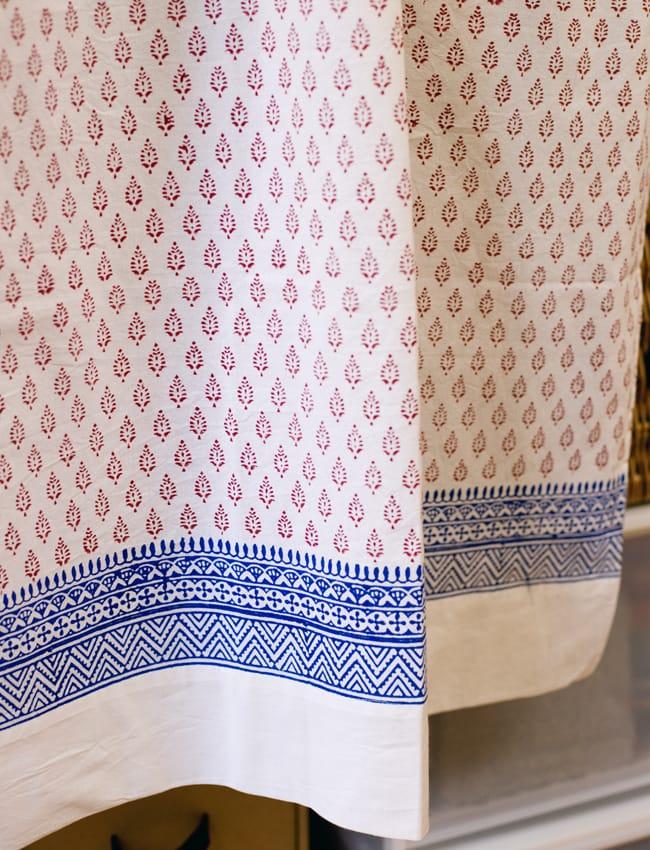 〔100cm×130cm〕インドの木版染め 手作りウッドブロックプリントのサフェードカーテン - 赤系 葉柄の写真4 - 下部はこのようになっております