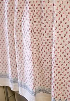 〔100cm×130cm〕インドの木版染め 手作りウッドブロックプリントのサフェードカーテン - 赤系 ボタニカル柄