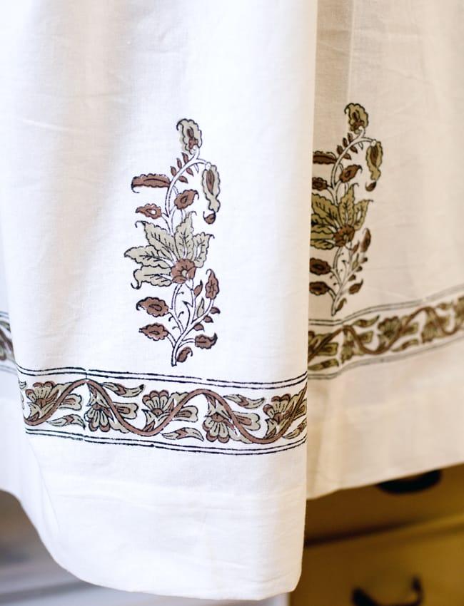 〔100cm×130cm〕インドの木版染め 手作りウッドブロックプリントのサフェードカーテン - 茶系 ボタニカル柄 4 - 下部はこのようになっております