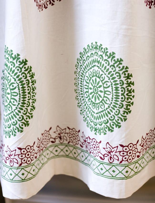 〔100cm×130cm〕インドの木版染め 手作りウッドブロックプリントのサフェードカーテン - 緑×ワイン系 ランゴリ柄の写真4 - 下部はこのようになっております