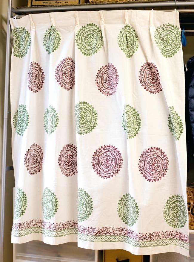 〔100cm×130cm〕インドの木版染め 手作りウッドブロックプリントのサフェードカーテン - 緑×ワイン系 ランゴリ柄の写真