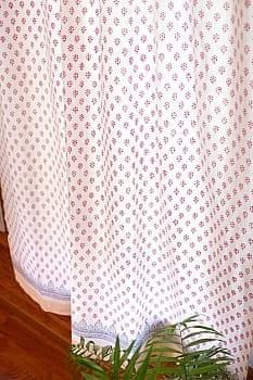 〔100cm×176cm〕インドの木版染め 手作りウッドブロックプリントのホワイトカーテン - 赤系 ボタニカル柄