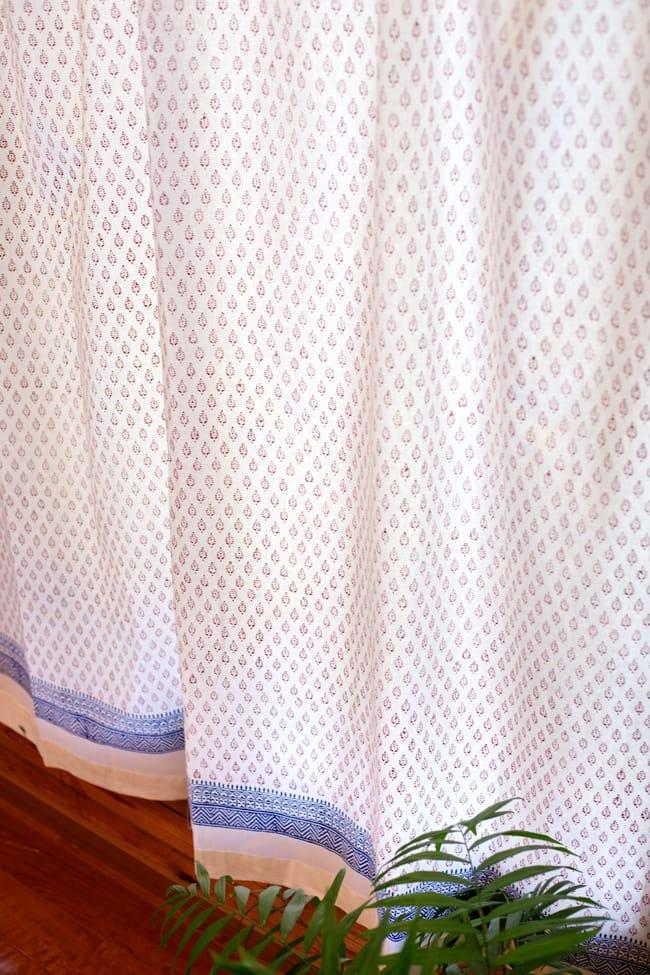 〔100cm×176cm〕インドの木版染め 手作りウッドブロックプリントのホワイトカーテン - 赤系 葉柄の写真