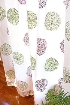 〔100cm×200cm〕インドの木版染め 手作りウッドブロックプリントのサフェードカーテン - 緑×ワイン系 ランゴリ柄