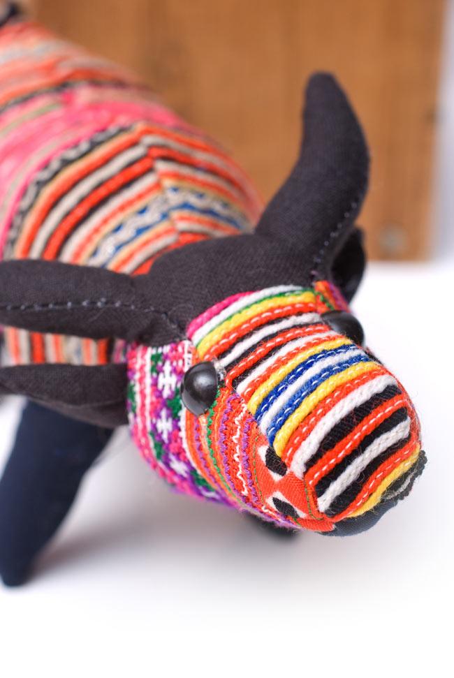 モン族の手作りぬいぐるみ - 水牛 2 - お顔の拡大です。
