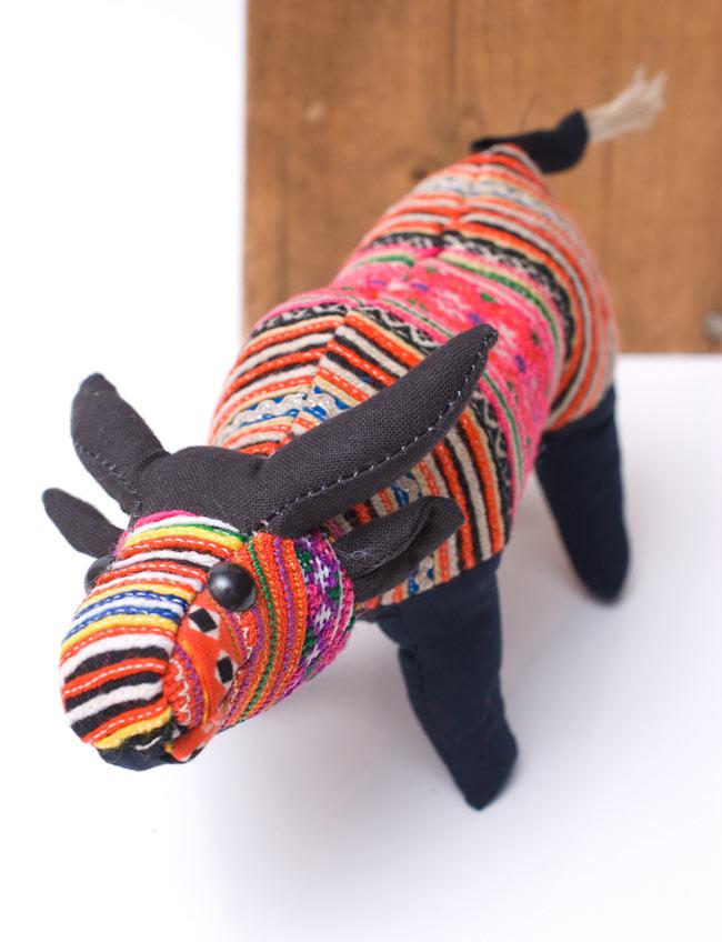 モン族の手作りぬいぐるみ - 水牛の写真