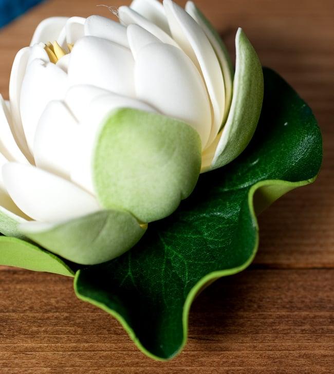 〔約9.5cm〕水に浮かぶ 睡蓮の造花 フローティングロータス - ホワイト 3 - フチの写真です