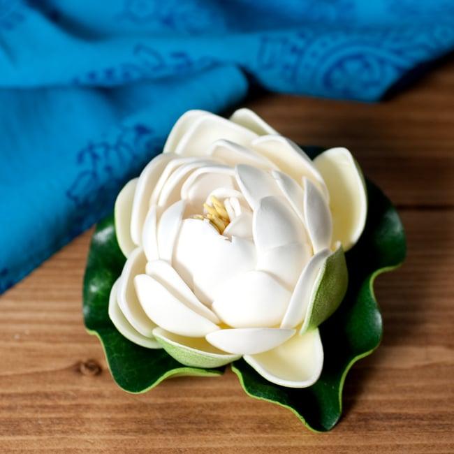 〔約9.5cm〕水に浮かぶ 睡蓮の造花 フローティングロータス - ホワイトの写真