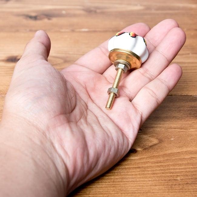 アジアンデザインの取っ手 陶器のプルノブ(ドアノブ)【約3cm】 4 - 手に取るとこれくらいの大きさです。