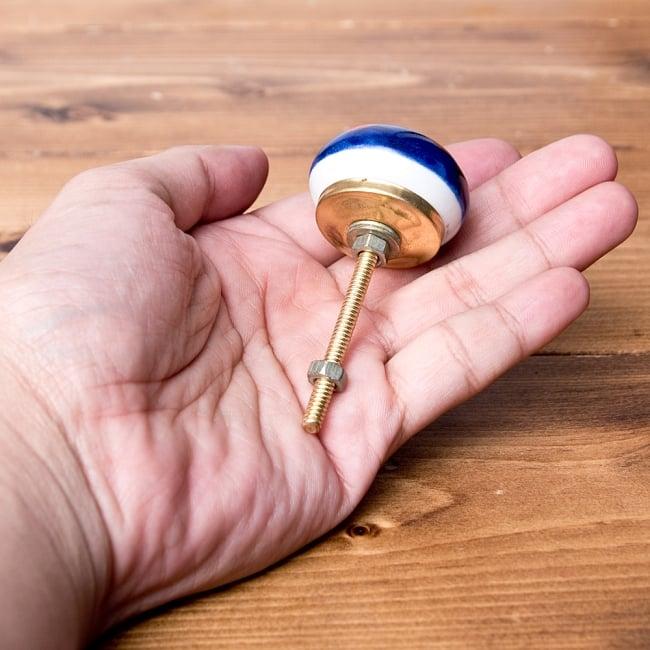 アジアンデザインの取っ手 陶器のプルノブ(ドアノブ)【約3.7cm】 4 - 手に取るとこれくらいの大きさです。