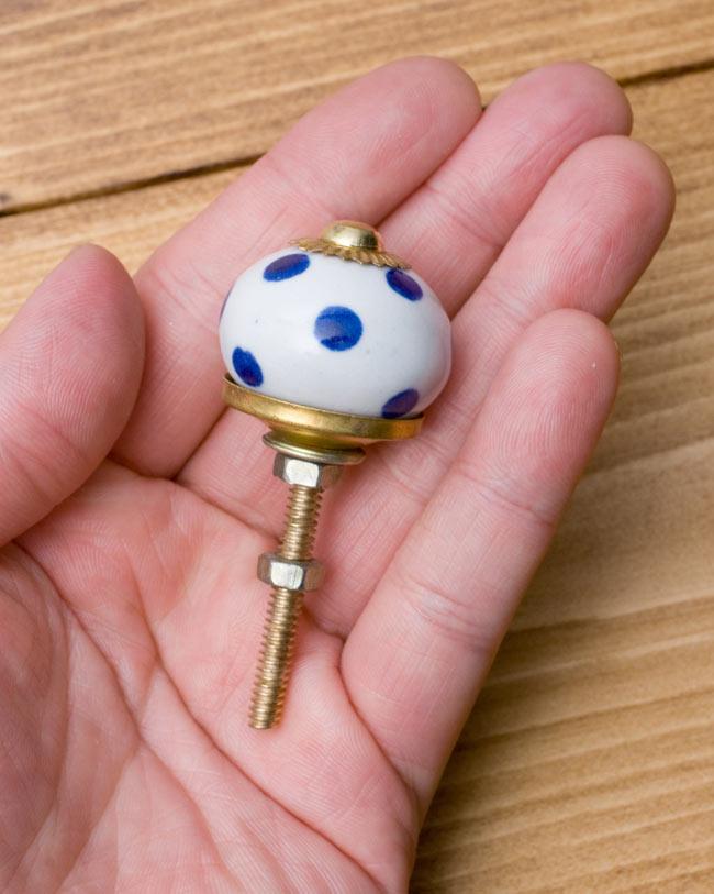 アジアンデザインの取っ手 陶器のプルノブ(ドアノブ)〔3cm〕の写真4 - 手に取るとこれくらいの大きさです。