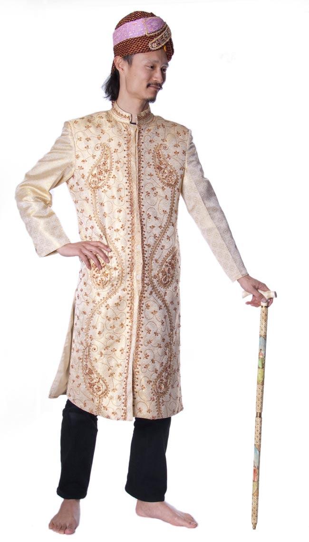 マハラジャの象牙色ステッキ 5 - 身長180cmのインドパパが持ってみました。
