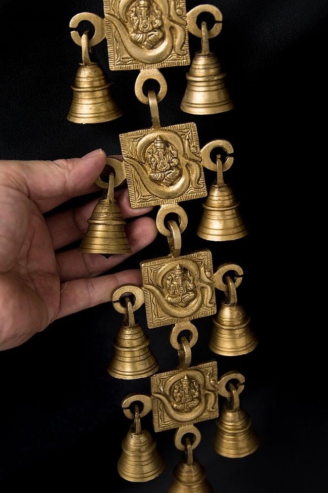 インドの神様ベル【4段】 6 - 手を添えるとこれくらいの大きさです。