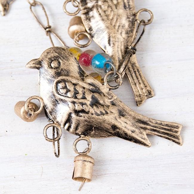 手作りのやさしい音色 インドの鉄製ベル付きハンギング - ゴールド鳥さん〔約105cm〕 5 - 拡大写真です