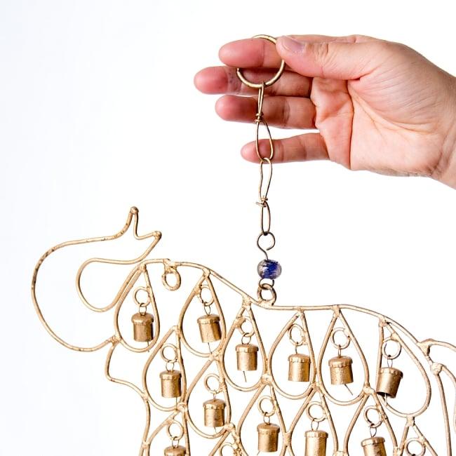 ドアチャイムなどへ!手作りのやさしい音色 インドの鉄製ベル付きハンギング - 鈴なり象さん〔約40cm〕 3 - 拡大写真です