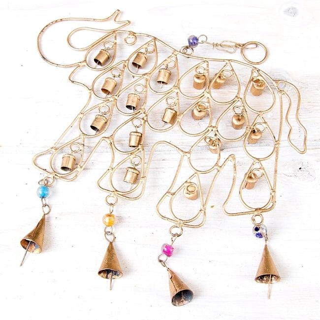 ドアチャイムなどへ!手作りのやさしい音色 インドの鉄製ベル付きハンギング - 鈴なり象さん〔約40cm〕の写真