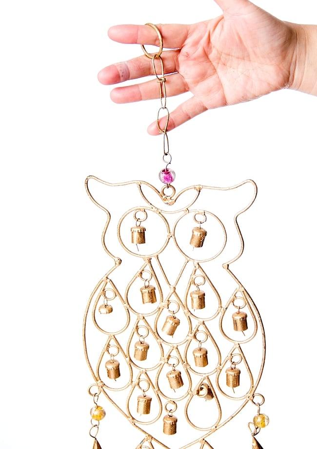 ドアチャイムなどへ!手作りのやさしい音色 インドの銅製ベル付きハンギング - 鈴なりフクロウさん〔約53cm〕 3 - 拡大写真です