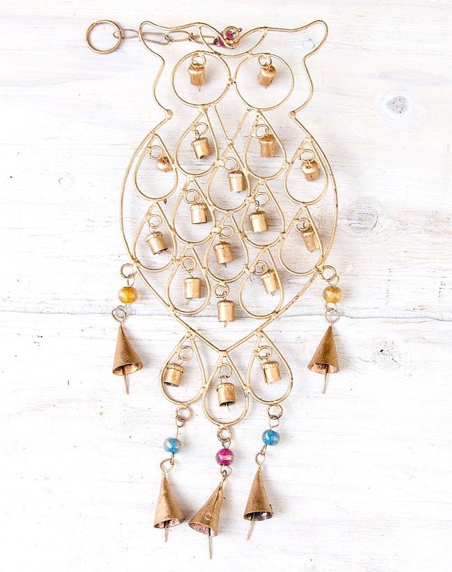 ドアチャイムなどへ!手作りのやさしい音色 インドの銅製ベル付きハンギング - 鈴なりフクロウさん〔約53cm〕の写真
