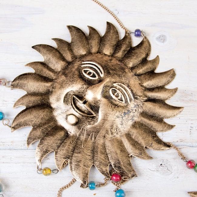 ドアチャイムなどへ!手作りのやさしい音色 インドの銅製ベル付きハンギング - 天体スーリャ〔約80cm〕 4 - 昔ながらの製法で作られております