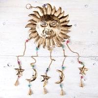 ドアチャイムなどへ!手作りのやさしい音色 インドの銅製ベル付きハンギング - 天体スーリャ〔約80cm〕