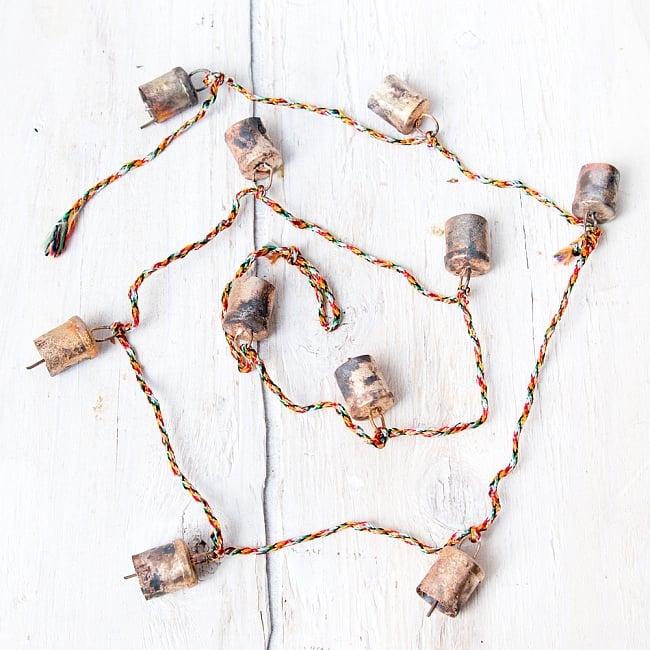 ドアチャイムなどへ!手作りのやさしい音色 インドの銅製カウベル-【2cm*1.8cm*120cm】 2 - 約120cm程度の紐で繋がっています