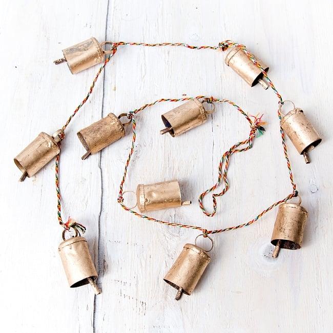 ドアチャイムなどへ!手作りのやさしい音色 インドの銅製カウベル-【4.5cm*3cm*120cm】 2 - 約120cm程度の紐で繋がっています