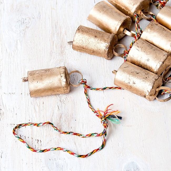 ドアチャイムなどへ!手作りのやさしい音色 インドの銅製カウベル-【4.5cm*3cm*120cm】 4 - 拡大写真です