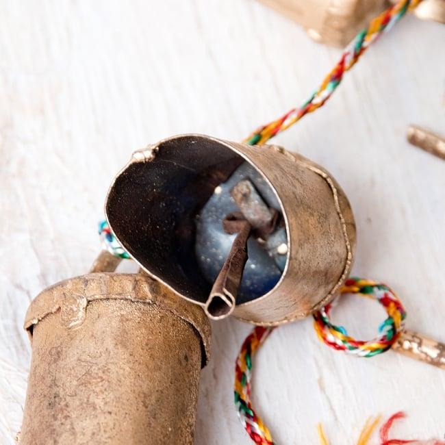 ドアチャイムなどへ!手作りのやさしい音色 インドの銅製カウベル-【4.5cm*3cm*120cm】 6 - 中はこのようになっています