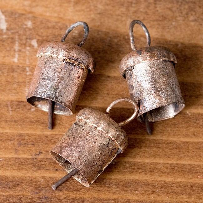 【3個セット】手作りのやさしい音色 インドの鉄製ベル-【1.3cm*1.4cm】の写真