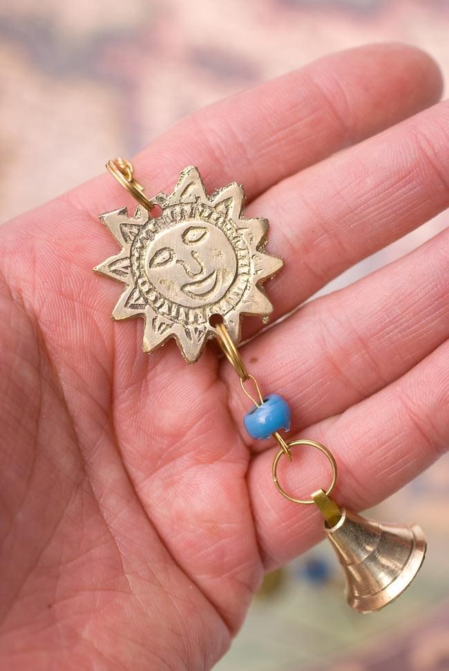 インド風鈴−ベルとスーリャ 【青】の写真5 - 太陽を手に取るとこれくらいの大きさです