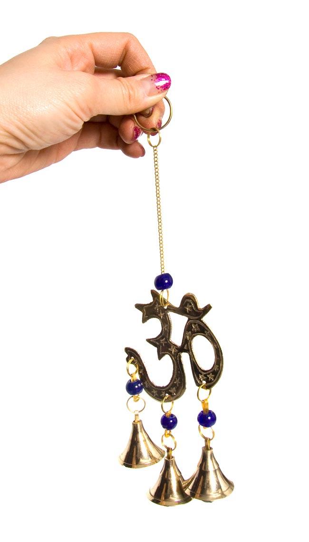 インド風鈴−ベルとオーンの写真3 - 手に持ってみました。大きさが分かりますね。