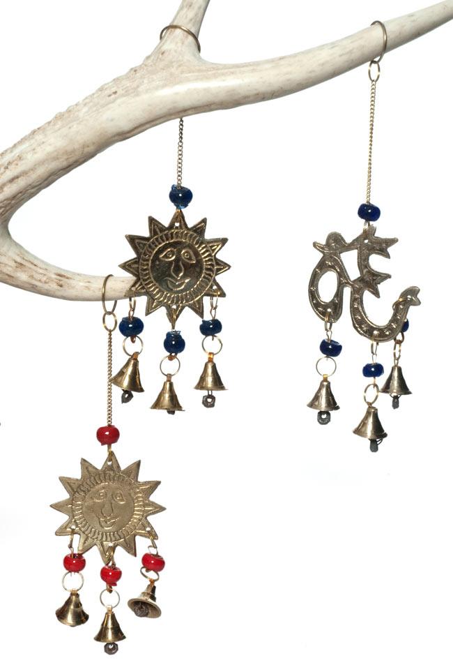 インド風鈴−ベルとオーンの写真4 - スーリャのハンギングと一緒に撮影してみました。複数あっても可愛いですね。