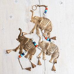 ドアチャイムなどへ!手作りのやさしい音色 インドの銅製ハンギング - ぞう3連ゴールド〔約80cm〕