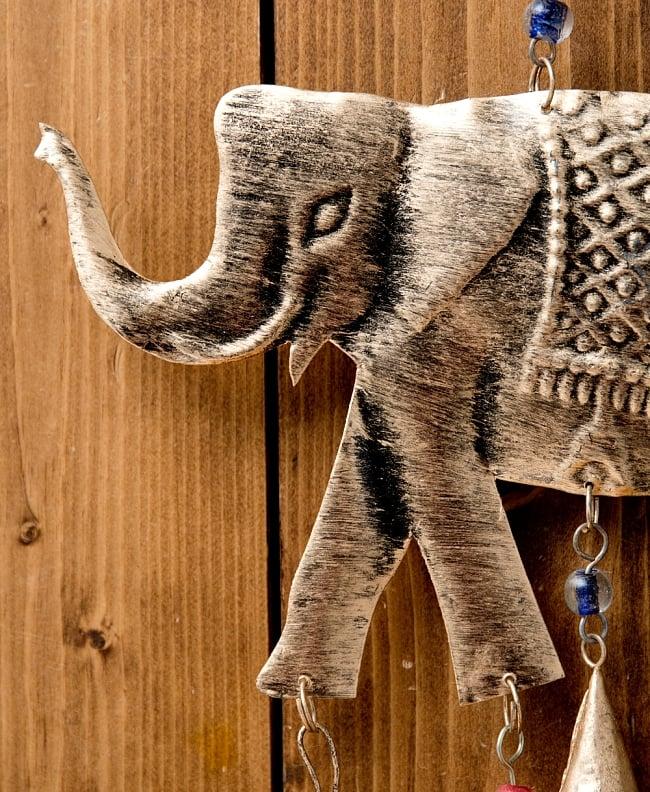 ドアチャイムなどへ!手作りのやさしい音色 インドの鉄製ハンギング - ぞう2連ゴールド〔約60cm〕 10 - それぞれ細かい作りなどは手作りなのでことなります